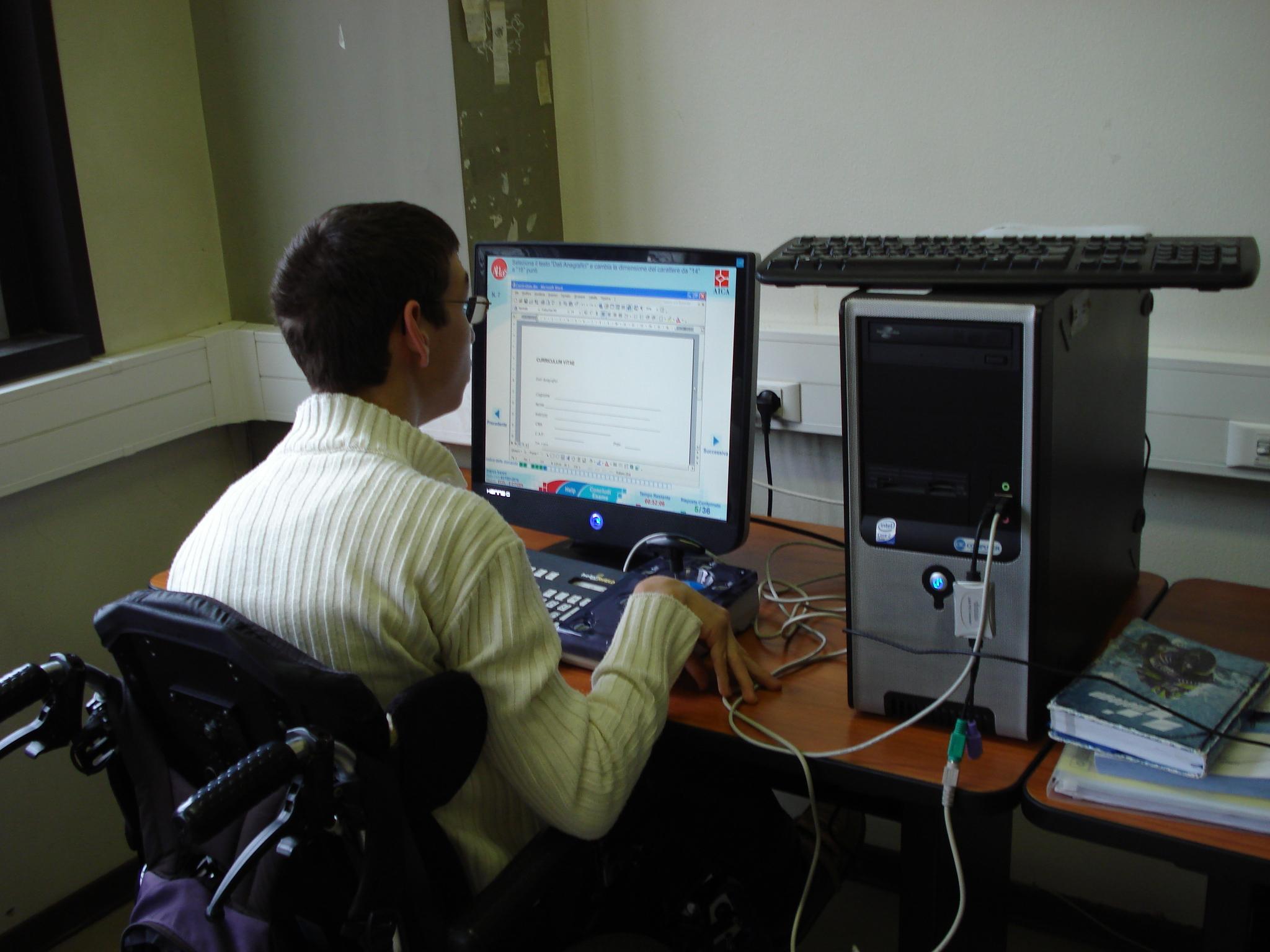 Candidato con disabilità che affronta l'esame ECDL