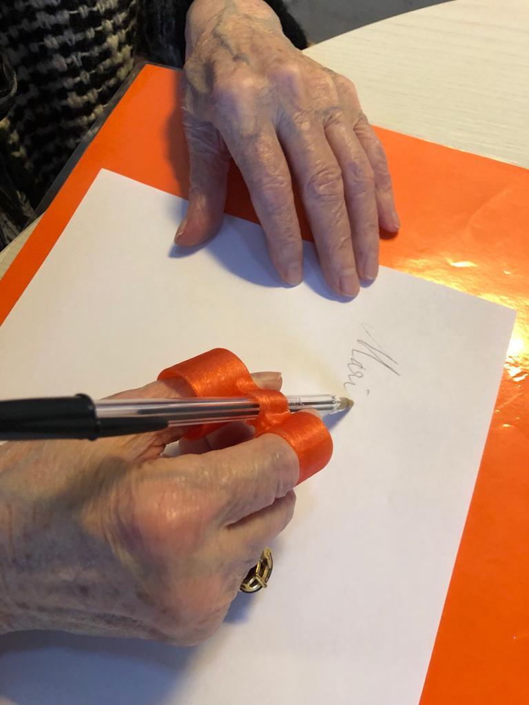 Ausilio reggi penna